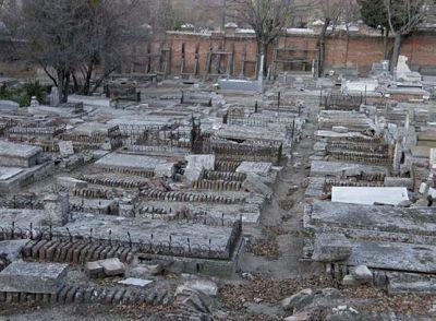 deterioro cementerio almudena