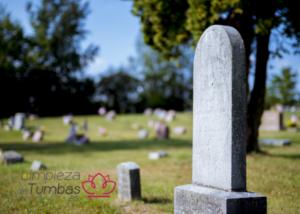Servicio de limpieza de tumbas